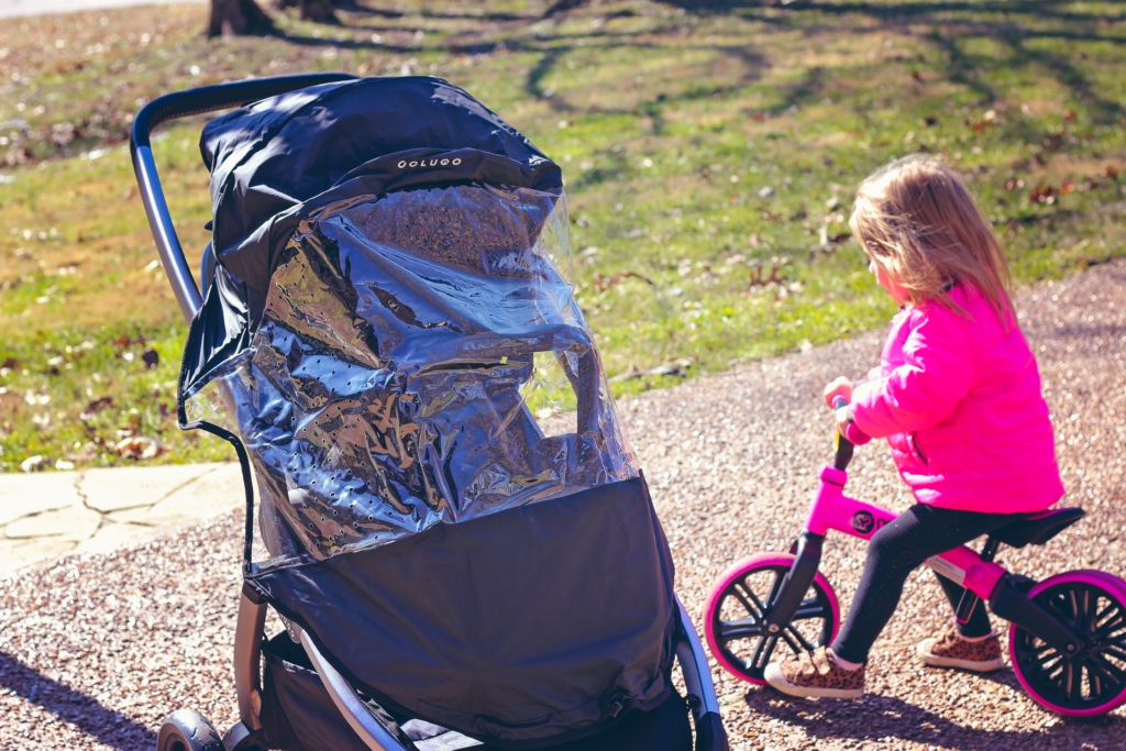 The Complete Stroller comes with a rain cover.